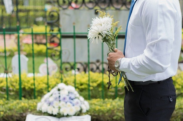 A Brief Guide to Selecting the Best Paper for Print-Ready Funeral Programs